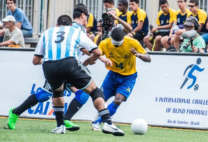 futebol de 5 Maurício Dumbo (Foto: Bruno Miani/ Inovafoto/ CBDV)