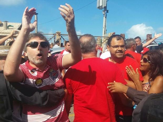 Militantes de direita e de esquerda entraram em confronto na Via Costeira, na Zona Leste de Natal (Foto: Fred Carvalho/G1)