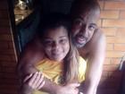 Tati Quebra Barraco assiste ao jogo do Brasil agarradinha com o marido