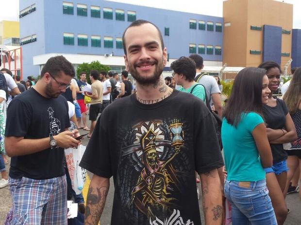 O tatuador Caleb Nunes presta vestibular pela primeira vez (Foto: Murillo Gomes/G1)