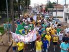 Manifestação a favor de impeachment reúne 200 pessoas em Araraquara, SP