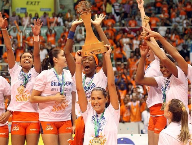 Jaqueline na final da Superliga Osasco x Rio (Foto: Maurício Val / Vipcomm)