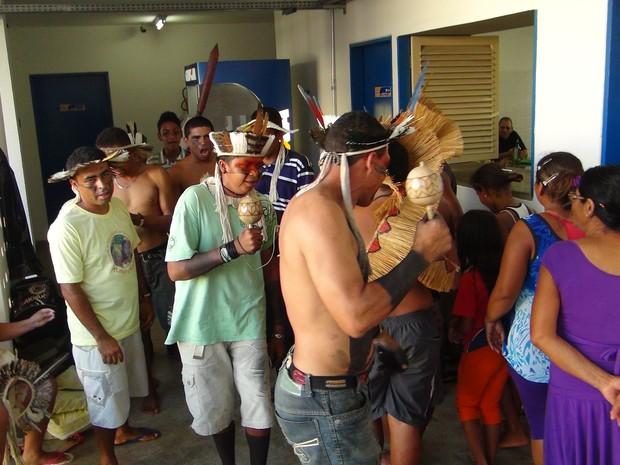Índios afirmam que só deixarão Secretaria após as reivindicações serem atendidas. (Foto: Fabiana De Mutiis/G1)