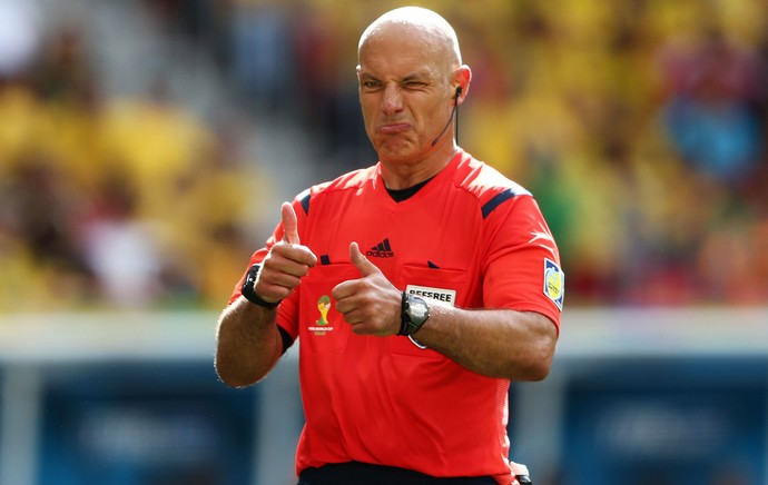 Howard Webb no jogo Colômbia e Costa do Marfim (Foto: Getty Images)