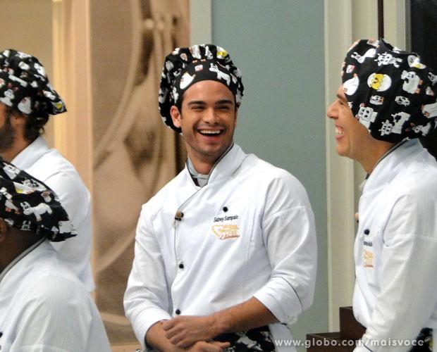 Primeiro imune do Super Chef Celebridades 2013, Sidney Sampaio é só alegria (Foto: Mais Você / TV Globo)