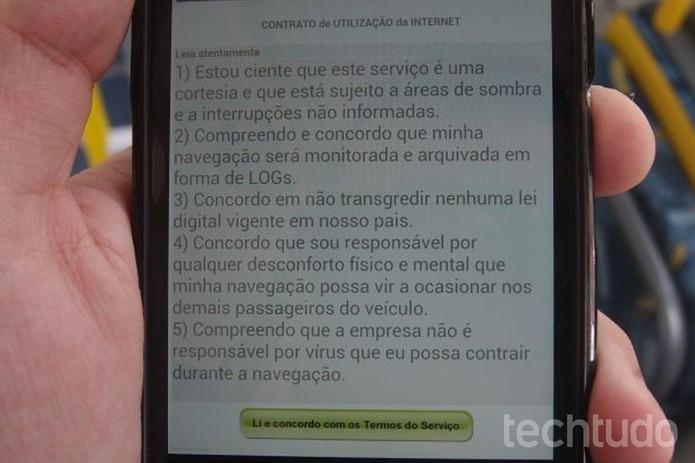 Usuário deve concordar com os termos de uso para aproveitar a Internet (Foto: Pedro Zambarda/TechTudo)