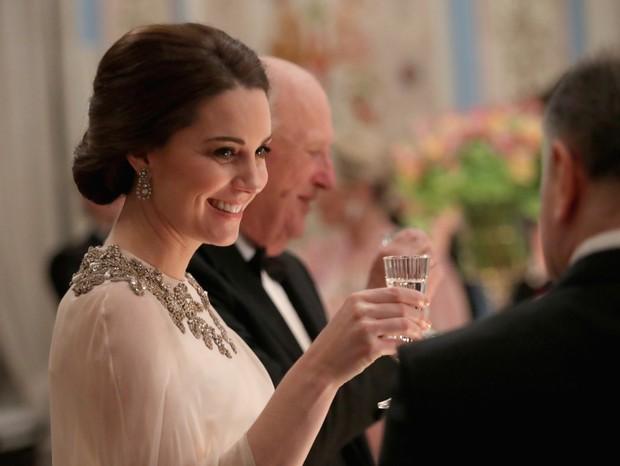 Treze escovas, spray de R$27: impressionante kit de produtos por trás dos cabelos de Kate Middleton