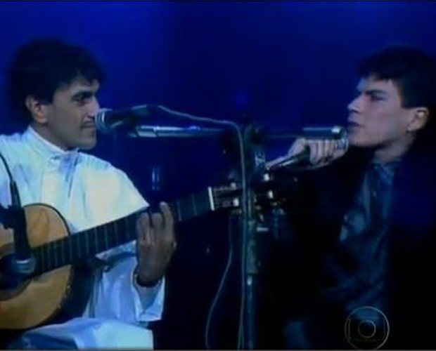 "Paulo Ricardo e Caetano Veloso cantando ""London London"" (Foto: TV Globo)"