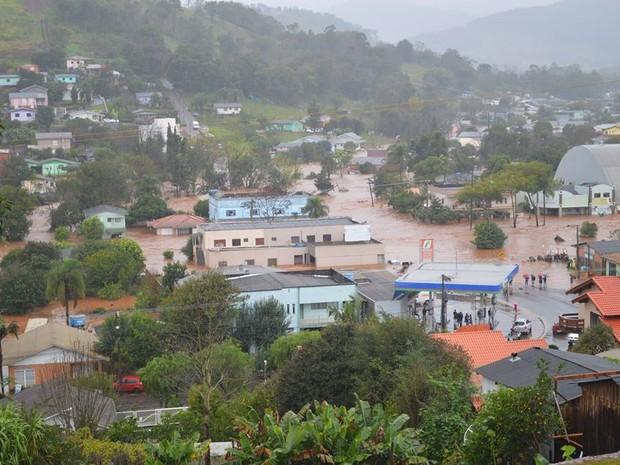 Enxurrada deixou partes da cidade alagadas (Foto: Prefeitura de Coronel Freitas/Divulgação)