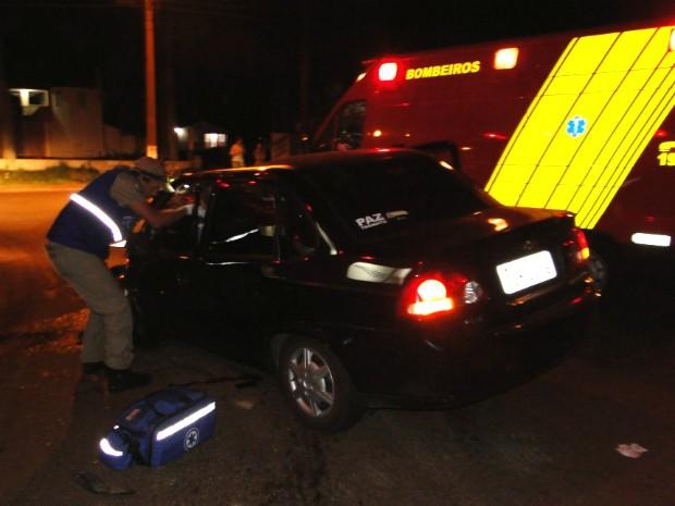 Segundo testemunhas, veículo estava em alta velocidade e não conseguiu parar a tempo de evitar o acidente (Foto: Polícia Rodoviária Federal / Divulgação)