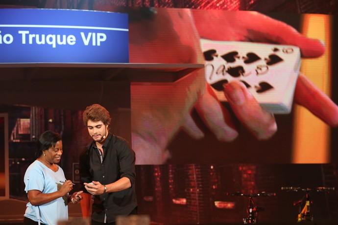 Rafael Vitti conta com ajuda da plateia do programa (Foto: Carol Caminha/Gshow)