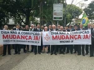 Manifestação contra corrupção em Juiz de Fora (Foto: Roberta Oliveira/G1)