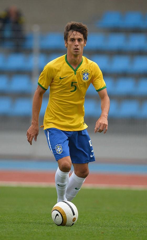 O jogador de futebol Rodrigo Caio, em partida pela seleção brasileira (Foto: Christopher Lee/Getty Images)