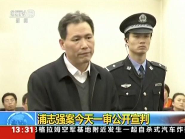 O advogado Pu Zhiqiang, um famoso ativista dos direitos humanos na China, julgado por publicar na internet críticas ao governo, foi condenado nesta terça-feira (22) a três anos de prisão, mas com a suspensão condicional da pena (Foto: CCTV/Reuters)