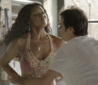 Indira fica brava com descaso de Rui (Foto: TV Globo)