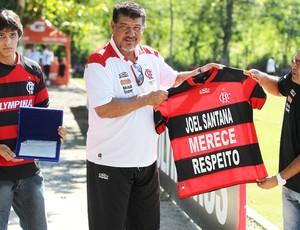 Joel recebe homenagem de Torcedores (Foto: Jorge William / Agência o Globo)