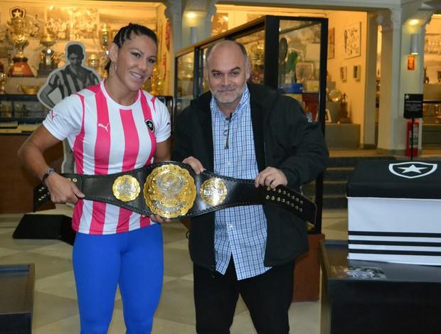 Cris Cyborg Maurício Assumpção MMA Botafogo (Foto: Adriano Albuquerque)