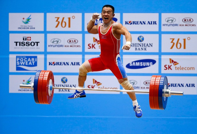 Om Yun-Chol levantamento de peso (Foto: Reuters)