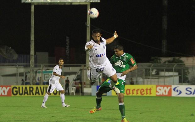 Edson Veneno, do ASA, cai ao tentar ganhar jogada (Foto: Ailton Cruz/ Gazeta de Alagoas)