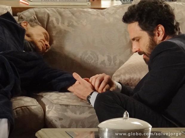 Celso sofre com a perda do pai (Foto: Salve Jorge/TV Globo)