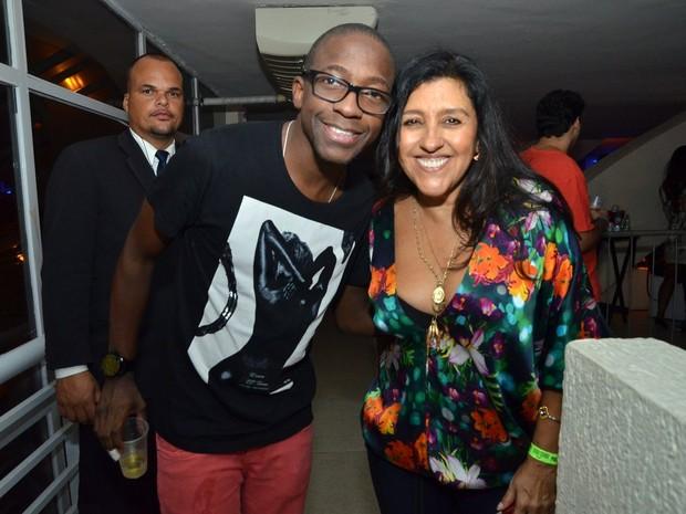 Mumuinho e Regina Casé em show no Rio (Foto: Leo Marinho/ Ag. News)