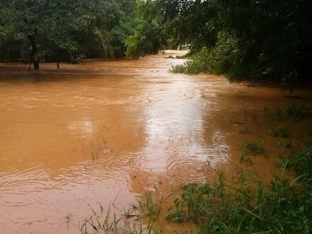 Rio da Casca transbordou após chuvas fortes (Foto: Arquivo pessoal)