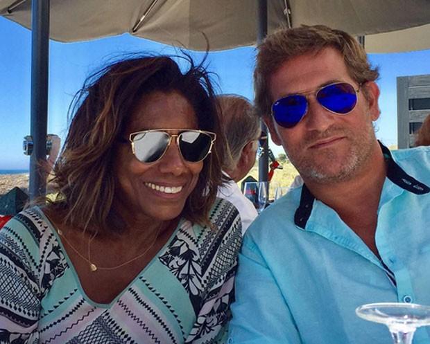 Gloria Maria e o amigo e guia Frederico Fragoso Fernandes (Foto: Reprodução)