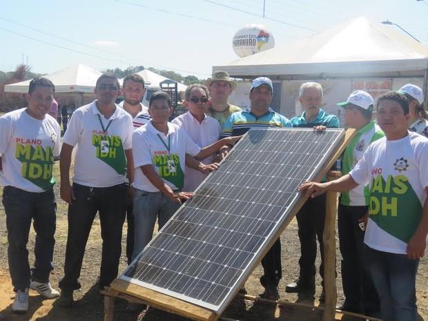 entrega de sistema de energia solar à comunidade rural de Belágua, MA (Foto: Handson Chagas/Sectur)