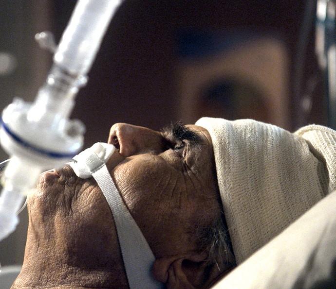 Fausto acorda do coma (Foto: TV Globo)