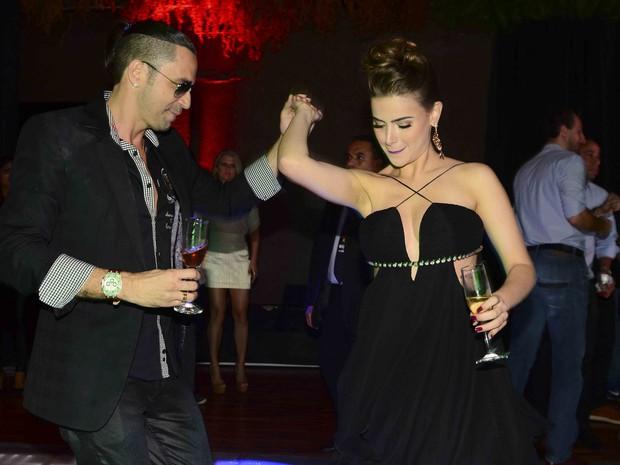 Rayanne Morais e Latino na festa de aniversário do cantor em São Paulo (Foto: Leo Franco/ Ag. News)