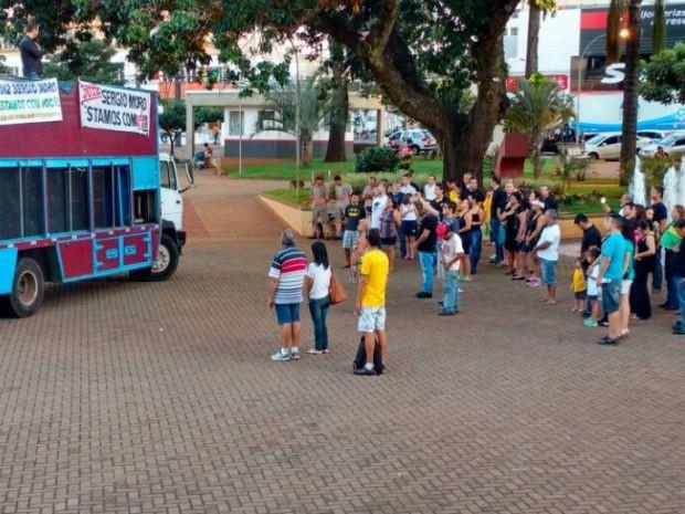 Manifestantes de Ourinhos (Foto: Fernanda Ubaid / TV TEM)