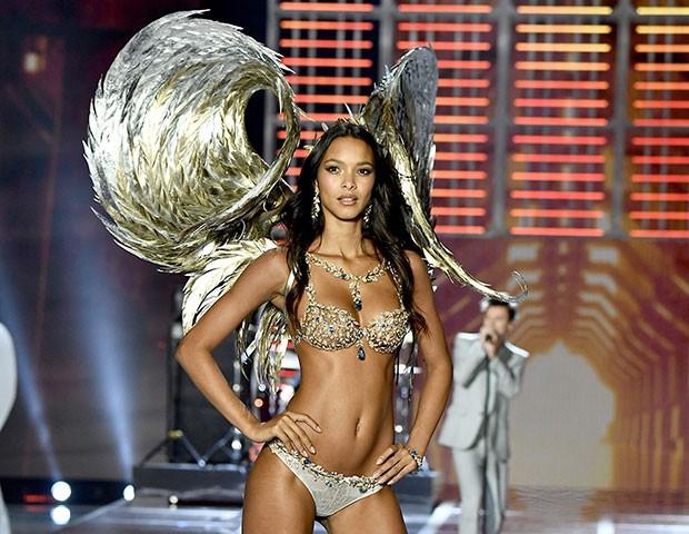 Laís Ribeiro no Victoria's Secret Fashion Show deste ano (Foto: Getty Images)