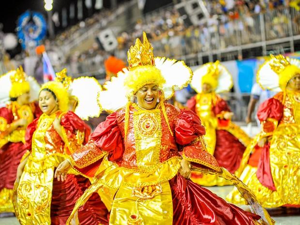 Baianas mostraram desenvoltura e samba no pé, durante desfile da Pega no Samba.  (Foto: Weliton Aiolfi/ G1)