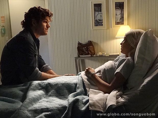 Bento pede Simone não pensar no futuro agora (Foto: Sangue Bom/TV Globo)