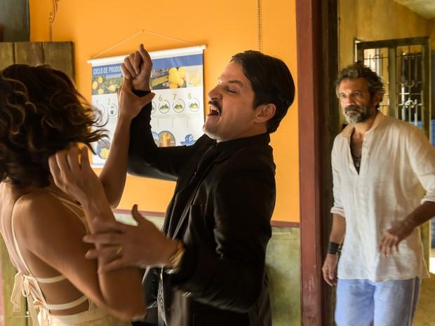 Tereza ( Camila Pitanga ), Carlos ( Marcelo Serrado ) e Santo ( Domingos Montagner ). (Foto: Globo/Estevam Avellar)