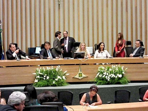 A presidente eleita da Câmara Legislativa do DF, Celina Leão, e membros da mesa diretora da Casa (Foto: Mateus Rodrigues/G1)