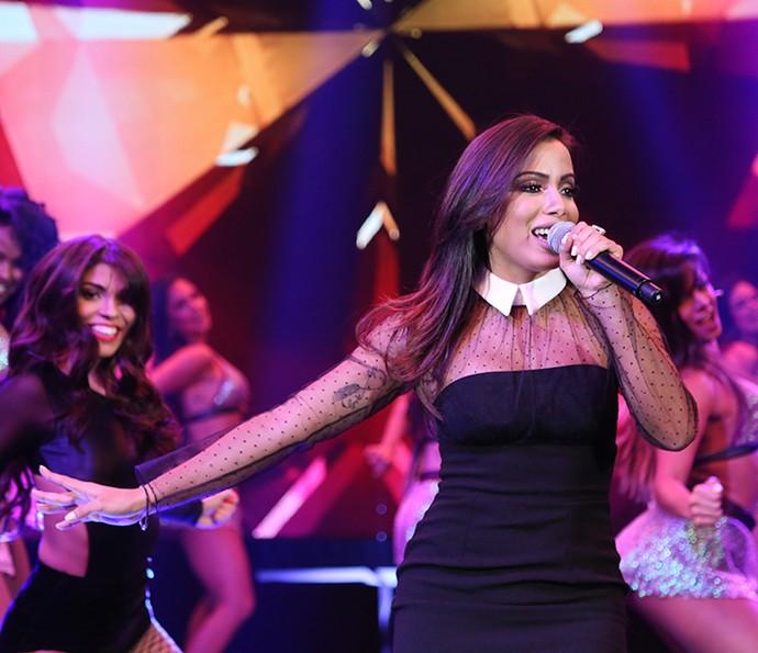 Anitta arrasa no palco cantando 'Bang' (Foto: Carol Caminha/Gshow)