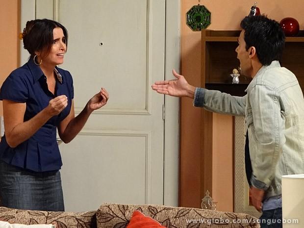Mãe e filho discutem (Foto: Sangue Bom / TV Globo)