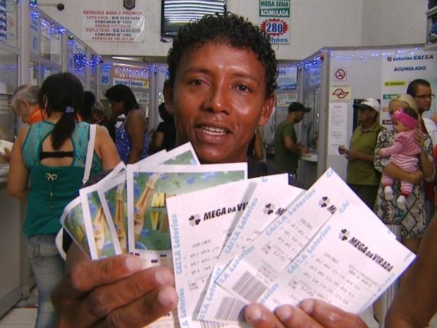Desempregado, Raimundo Lopes fez 36 jogos para tentar levar prêmio da Mega-Sena, em Campinas (Foto: Reprodução / EPTV)