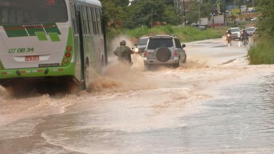 Na BR-163, pontos alagados também dificultam tráfego em dias de chuva