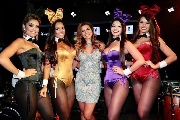 Letícia Datena e coelhinhas da Playboy (Foto: Rafael Cusato/ EGO)