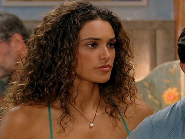 Taís acha que ainda não é hora de Cassiano descobrir que tem um filho com Ester (Foto: Flor do Caribe/TV Globo)