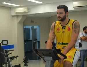O pivô Caio Torres, do São José Basquete (Foto: Danilo Sardinha/Globoesporte.com)