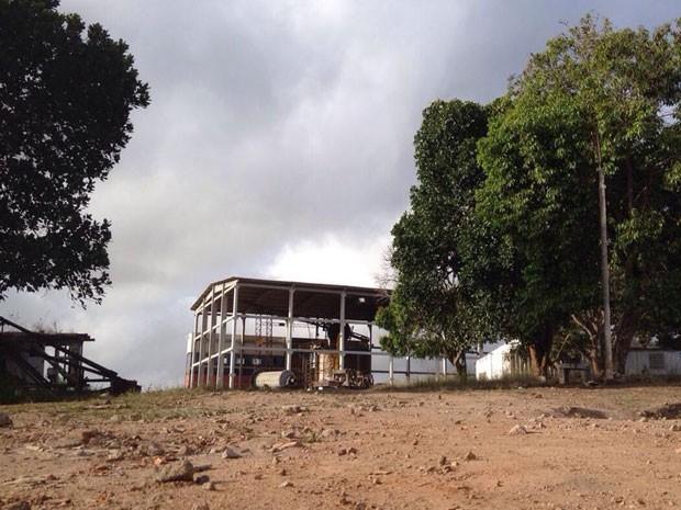 Caldeira fica em fábrica de reciclagem da Zona Rural de Vitória de Santo Antão (Foto: Kety Marinho / TV Globo)
