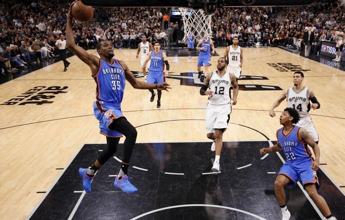 San Antonio Spurs x Oklahoma City Thunder - Jogo 2 - Kevin Durant (Foto: Reuters)