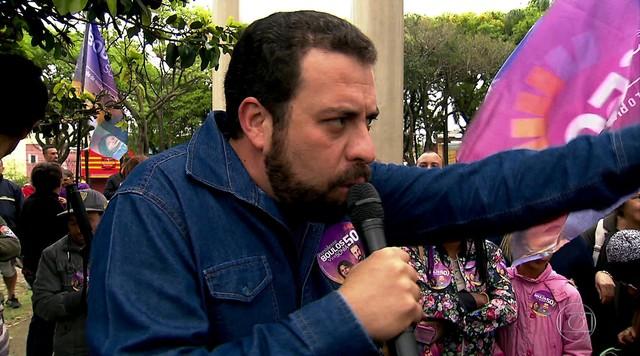 Candidato do PSOL, Geraldo Guilherme Boulos faz campanha em São Paulo