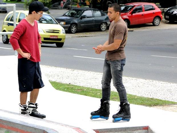 Layon passando algumas instruções para David se sair bem  (Foto: Foto: Malhação / TV Globo)