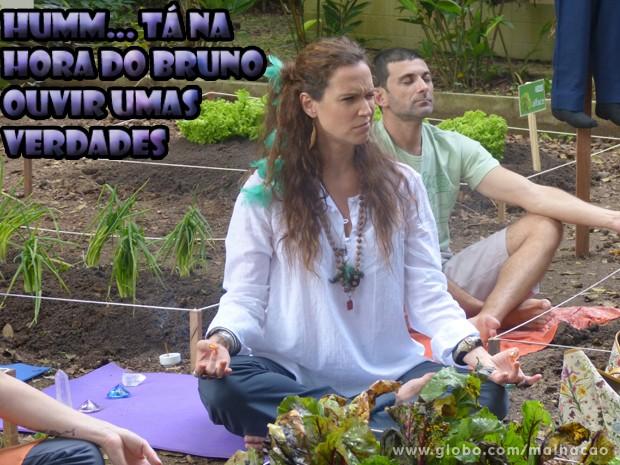 Tizinha saca que tem algo estranho no ar ... (Foto: Malhação/ TV Globo)