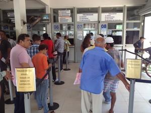 Apostadores desde cedo procuraram as lotéricas em Macapá (Foto: John Pacheco/G1)