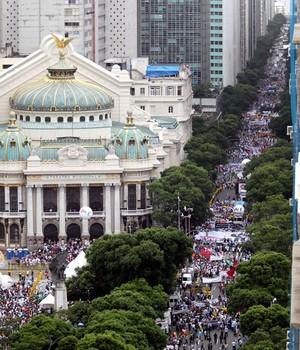 Ato dos royalties no Rio reúne  200 mil pessoas, diz PM (Domingos Peixoto / Agência o Globo)